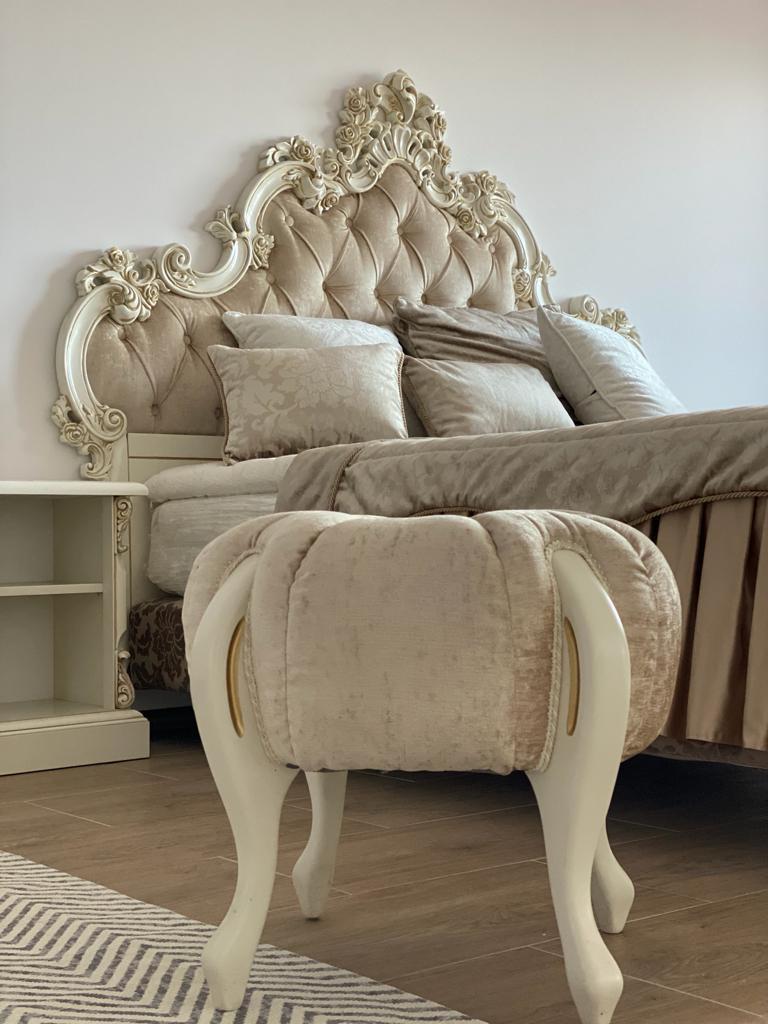 Stylowe łóżko hotelowe